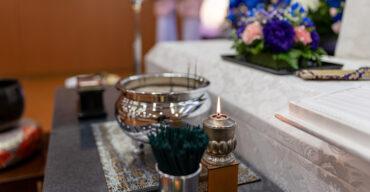 ornamentação do velório mostra como ocorre o funeral no Japão
